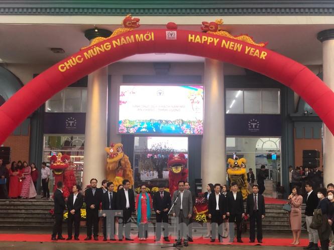 Bí thư Tỉnh ủy Quảng Ninh đích thân lì xì đoàn khách xông đất vịnh Hạ Long - ảnh 2