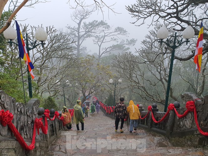 Những hình ảnh khác thường ở Yên Tử trước ngày khai hội - ảnh 6