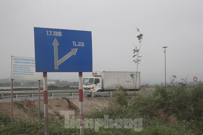 Quảng Ninh lên tiêng vụ đổ đất, cẩu bê tông chặn đường kiểm soát dịch - ảnh 4