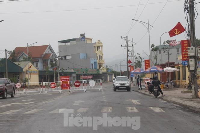 Quảng Ninh lên tiêng vụ đổ đất, cẩu bê tông chặn đường kiểm soát dịch - ảnh 3