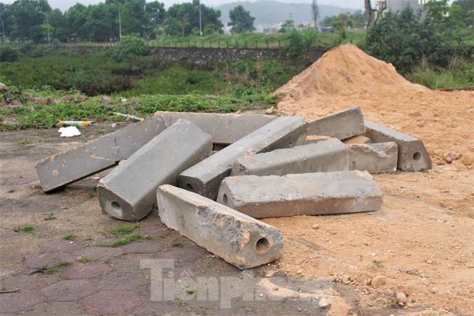 Quảng Ninh lên tiêng vụ đổ đất, cẩu bê tông chặn đường kiểm soát dịch - ảnh 9