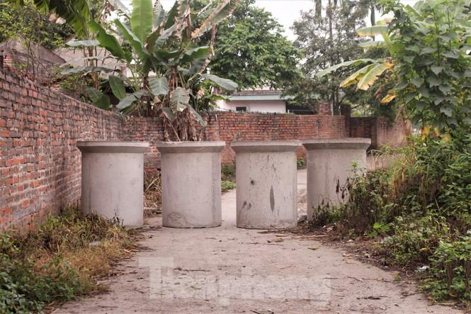Quảng Ninh lên tiêng vụ đổ đất, cẩu bê tông chặn đường kiểm soát dịch - ảnh 7