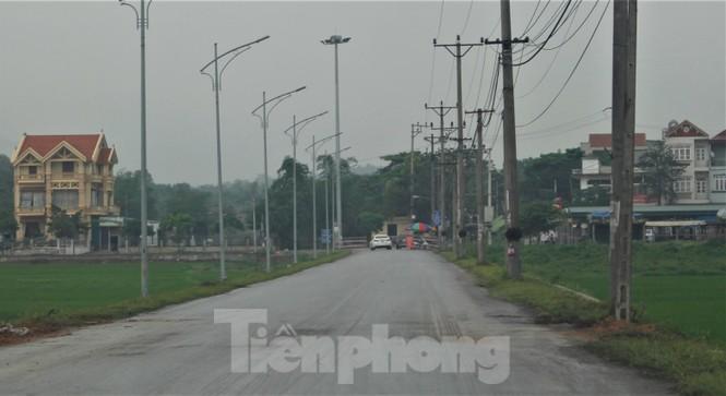 Quảng Ninh lên tiêng vụ đổ đất, cẩu bê tông chặn đường kiểm soát dịch - ảnh 8