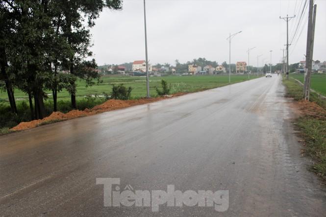 Quảng Ninh lên tiêng vụ đổ đất, cẩu bê tông chặn đường kiểm soát dịch - ảnh 12