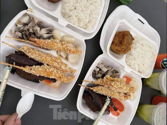 """Công an, thanh tra vào cuộc vụ bữa ăn bị """"cắt xén"""" trong khu cách ly ở Quảng Ninh - ảnh 3"""