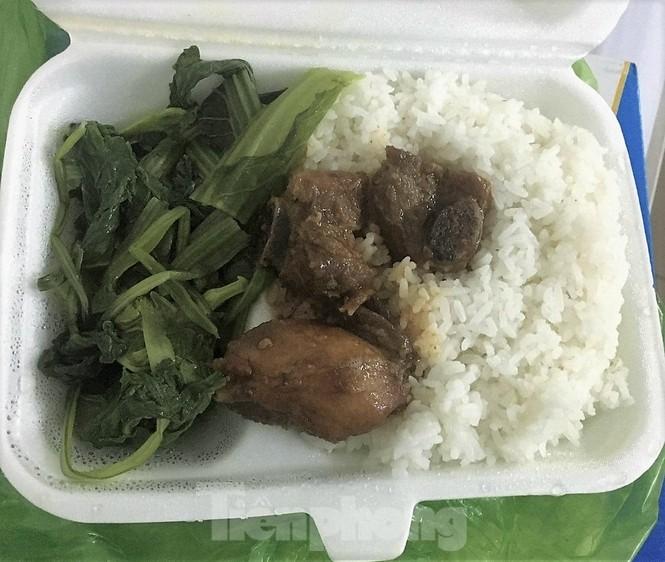"""Công an, thanh tra vào cuộc vụ bữa ăn bị """"cắt xén"""" trong khu cách ly ở Quảng Ninh - ảnh 2"""