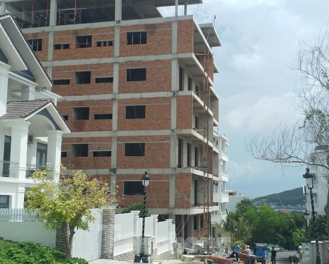 Bất chấp bị cưỡng chế, khu biệt thự Ocean View Nha Trang vẫn vô tư xây dựng - ảnh 2