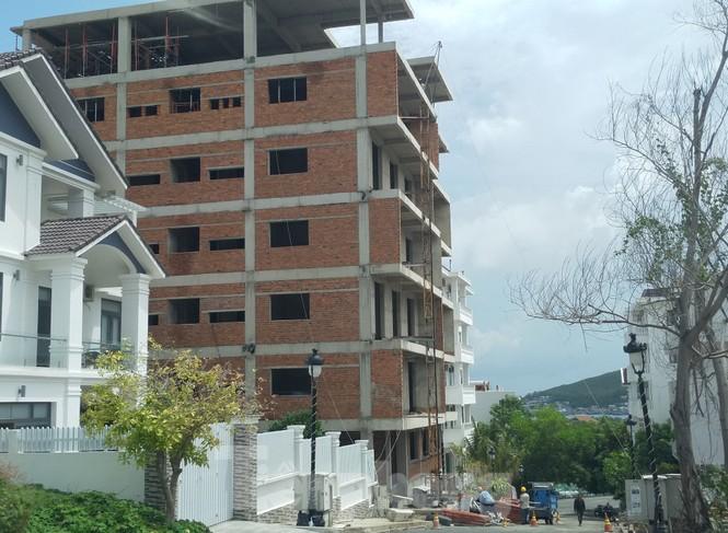 Bất chấp bị cưỡng chế, khu biệt thự Ocean View Nha Trang vẫn vô tư xây dựng - ảnh 1