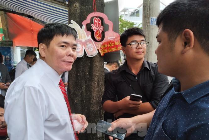 Xét xử luật sư Trần Vũ Hải, luật sư và nhà báo đều bị tịch thu hết điện thoại - ảnh 5