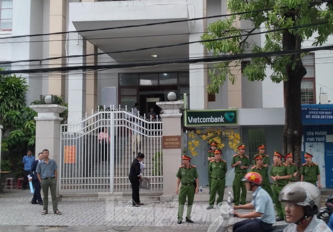 Xét xử luật sư Trần Vũ Hải, luật sư và nhà báo đều bị tịch thu hết điện thoại - ảnh 6