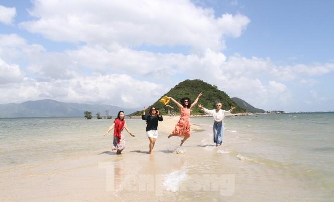 Độc đáo con đường dưới biển Khánh Hoà - ảnh 1