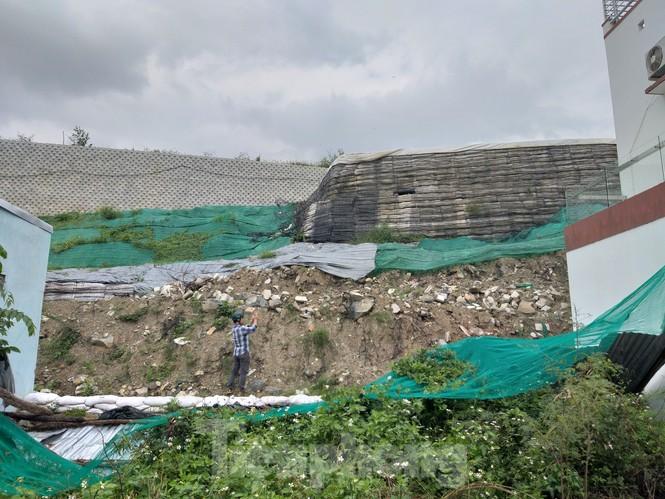 """Nha Trang tháo dỡ """"tường thành"""" khổng lồ, nước chảy ồ ạt vào nhà dân - ảnh 2"""