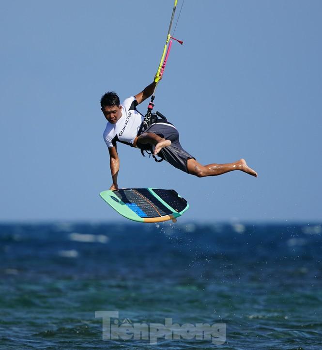 Hàng trăm vận động viên quốc tế thi lướt ván diều trên biển Ninh Chữ - ảnh 1