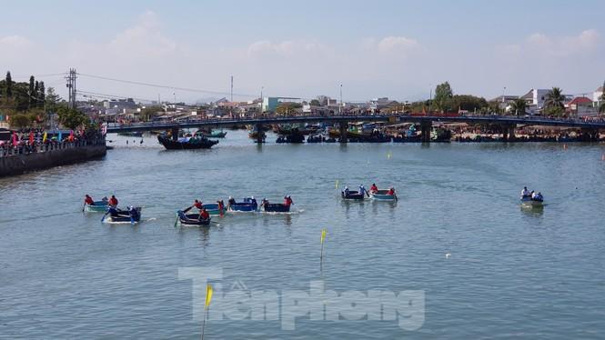 Tưng bừng lễ hội đua thuyền trên sông Cà Ty  - ảnh 6