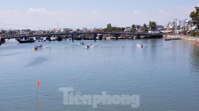 Tưng bừng lễ hội đua thuyền trên sông Cà Ty  - ảnh 7