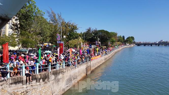 Tưng bừng lễ hội đua thuyền trên sông Cà Ty  - ảnh 2