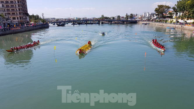 Tưng bừng lễ hội đua thuyền trên sông Cà Ty  - ảnh 3