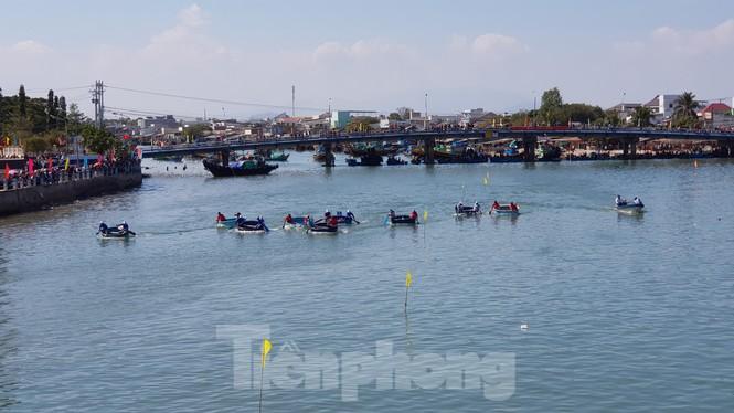 Tưng bừng lễ hội đua thuyền trên sông Cà Ty  - ảnh 4