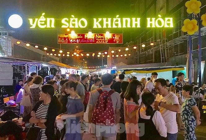 """Công ty Yến sào Khánh Hoà bị tố """"bán chui"""" nhiều ki-ốt tại chợ đêm - ảnh 1"""