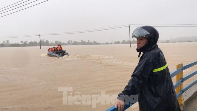 Khánh Hoà ngập lụt nhiều thôn xóm sau bão số 12 - ảnh 1