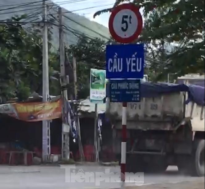 Giám đốc Sở GTVT Khánh Hoà nói gì vụ xe quá tải 'vô tư' vượt cầu yếu? - ảnh 1