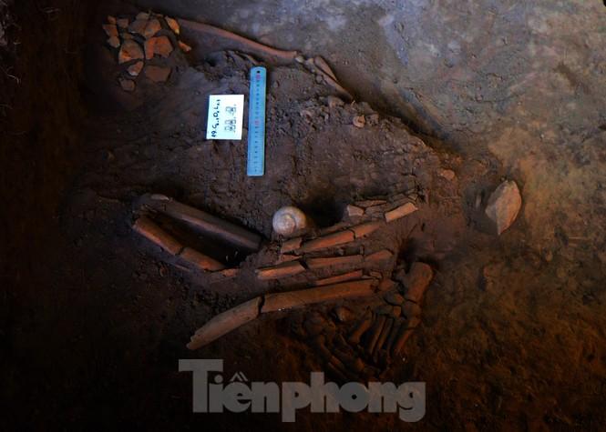 Hé lộ nhiều di cốt người tiền sử trong hang động núi lửa lớn nhất Đông Nam Á - ảnh 5
