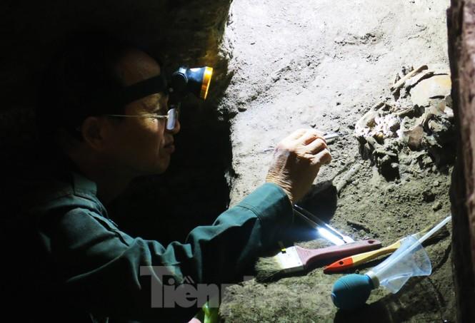 Hé lộ nhiều di cốt người tiền sử trong hang động núi lửa lớn nhất Đông Nam Á - ảnh 6