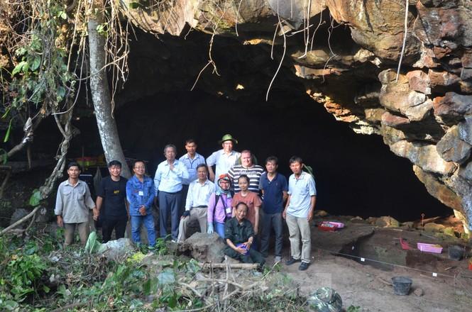 Hé lộ nhiều di cốt người tiền sử trong hang động núi lửa lớn nhất Đông Nam Á - ảnh 1