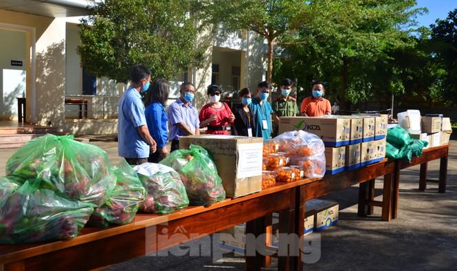 Tây Nguyên: Người dân góp quà động viên tuyến đầu phòng chống COVID-19 - ảnh 3
