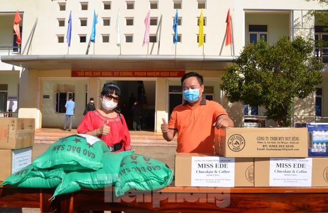 Tây Nguyên: Người dân góp quà động viên tuyến đầu phòng chống COVID-19 - ảnh 4