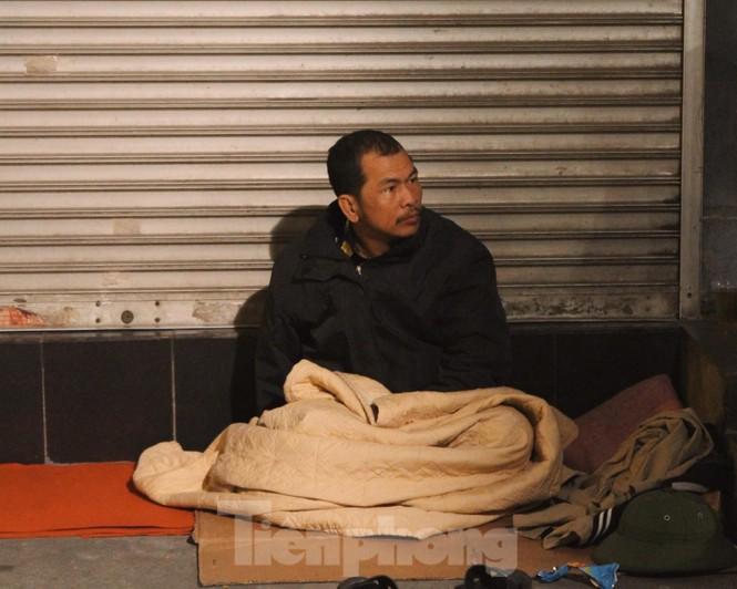 Cảnh 'màn trời chiếu đất' của người vô gia cư trong đêm giá rét Hà Thành - ảnh 7