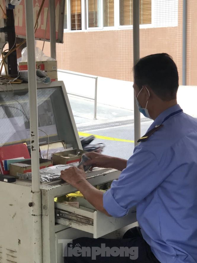Bát nháo thu tiền gửi xe bằng thẻ từ tại bệnh viện thuộc Bộ Y tế - ảnh 2