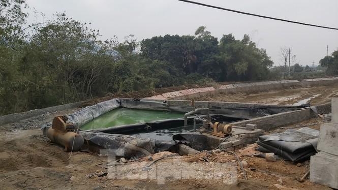 Lò đốt thải khói độc, nước đen ngòm cạnh vách núi ngoại thành Hà Nội - ảnh 6