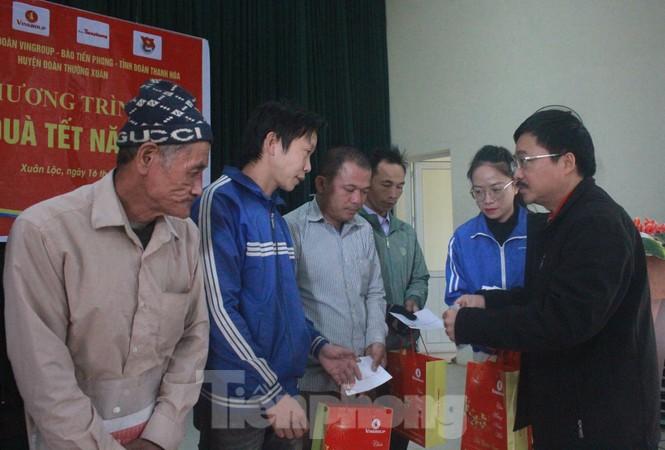 Tập đoàn Vingroup mang Tết sớm đến cho các hộ nghèo miền núi Thanh Hóa - ảnh 1