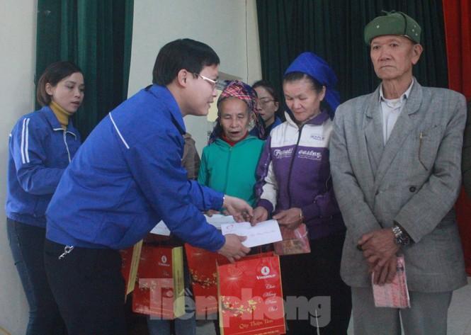 Tập đoàn Vingroup mang Tết sớm đến cho các hộ nghèo miền núi Thanh Hóa - ảnh 2