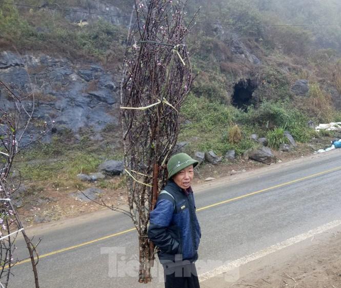 Dân buôn bỏ cuộc, dân vùng cao lo mất Tết vì đào rừng khó về xuôi - ảnh 3
