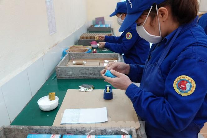 Khám phá nhà máy sản xuất pháo hoa duy nhất được cấp phép tại Việt Nam - ảnh 10