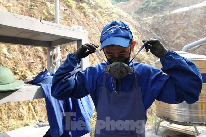 Khám phá nhà máy sản xuất pháo hoa duy nhất được cấp phép tại Việt Nam - ảnh 1