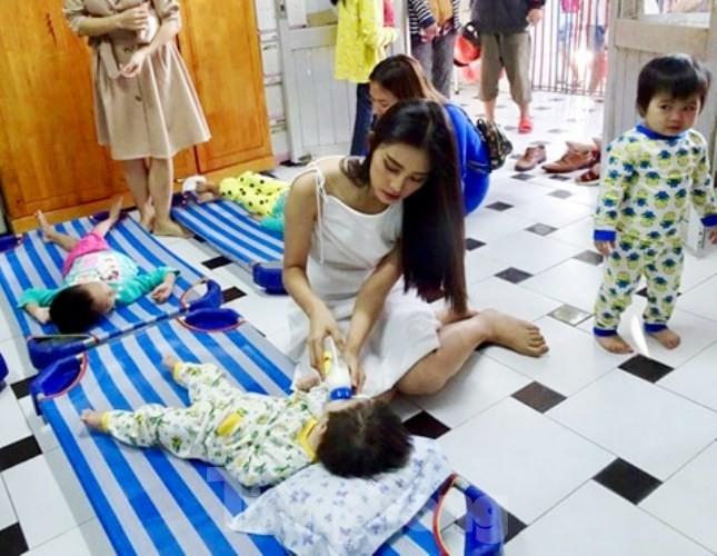 Hoa hậu Tiểu Vy truyền cảm hứng cho những mảnh đời bất hạnh ở Bình Dương - ảnh 4