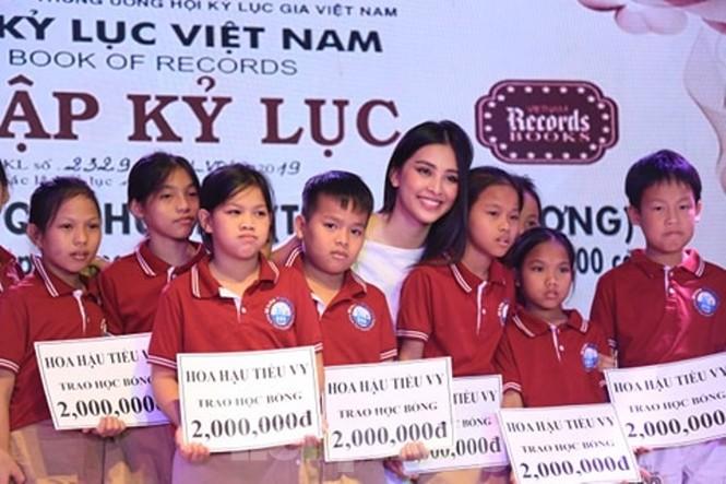 Hoa hậu Tiểu Vy truyền cảm hứng cho những mảnh đời bất hạnh ở Bình Dương - ảnh 5