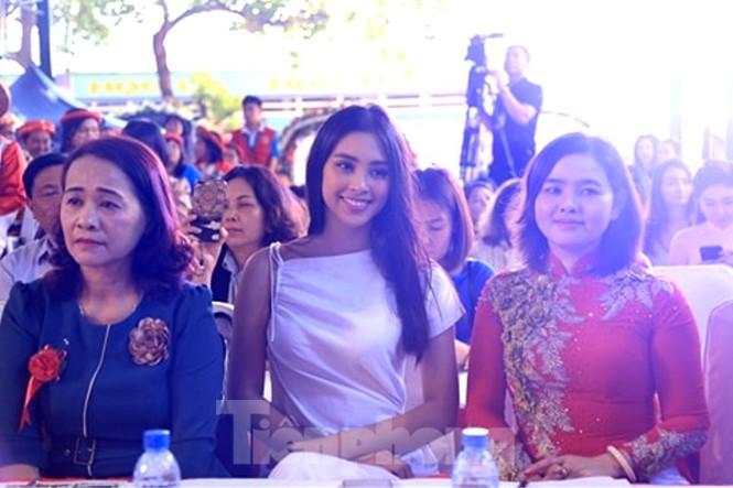 Hoa hậu Tiểu Vy truyền cảm hứng cho những mảnh đời bất hạnh ở Bình Dương - ảnh 2