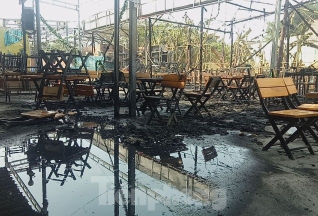 'Bà hỏa' thiêu rụi một nhà hàng lớn giữa trung tâm thành phố - ảnh 1