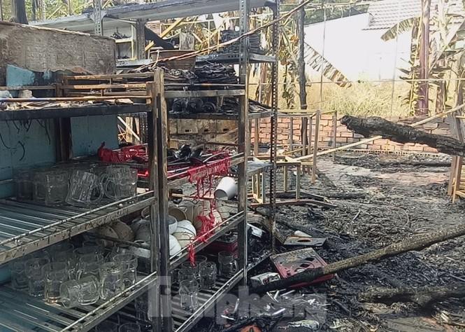'Bà hỏa' thiêu rụi một nhà hàng lớn giữa trung tâm thành phố - ảnh 4