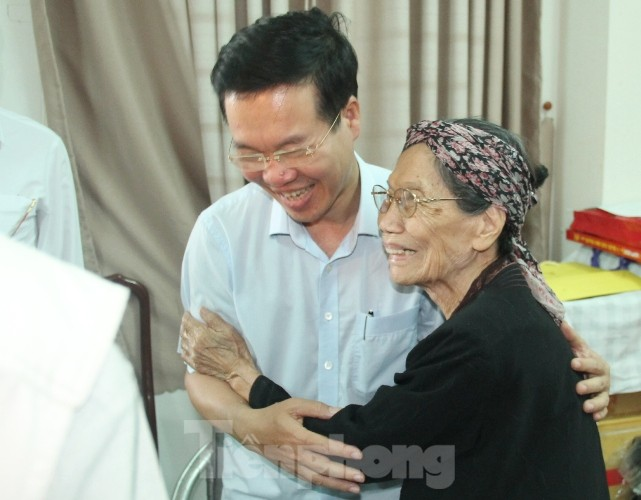 Cuộc gặp đầy xúc động giữa Trương Ban Tuyên giáo TƯ với cha đẻ 'Đất Phương Nam' - ảnh 1