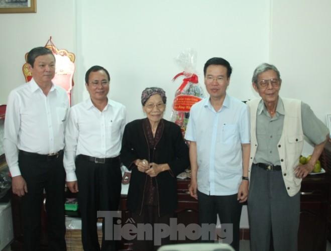 Cuộc gặp đầy xúc động giữa Trương Ban Tuyên giáo TƯ với cha đẻ 'Đất Phương Nam' - ảnh 5