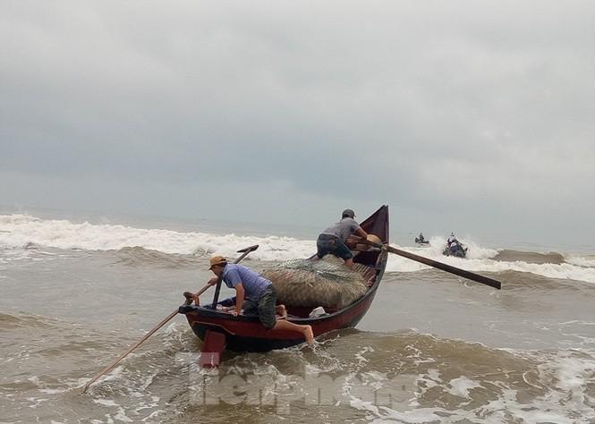 Ngư dân vượt sóng dữ kiếm 'lộc trời' ngày cuối năm - ảnh 5