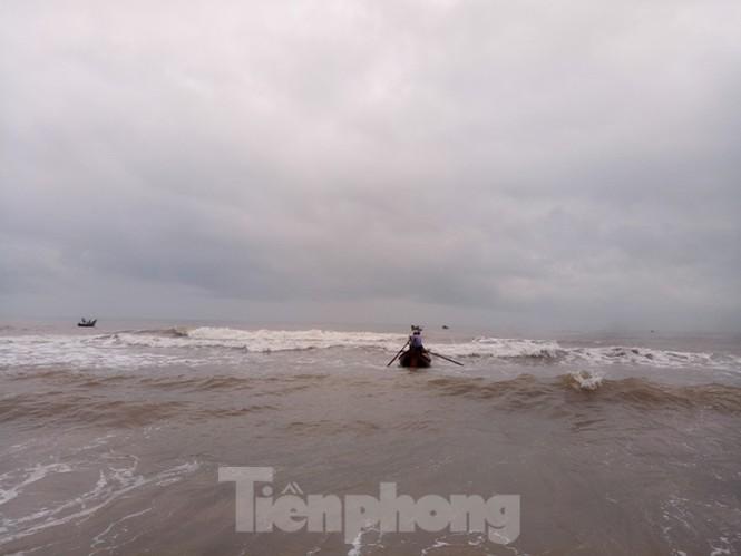 Ngư dân vượt sóng dữ kiếm 'lộc trời' ngày cuối năm - ảnh 7