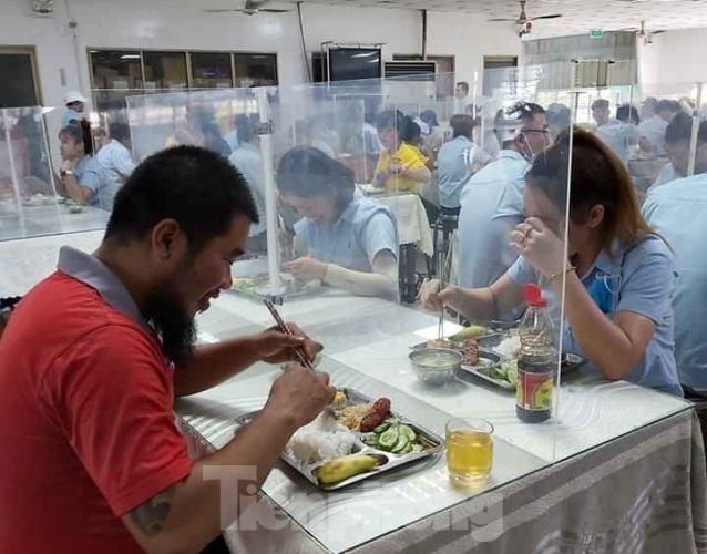 DN sáng tạo nơi ăn uống cho người lao động thời dịch COVID-19 - ảnh 2