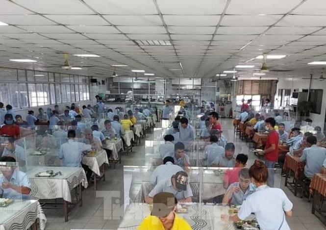 DN sáng tạo nơi ăn uống cho người lao động thời dịch COVID-19 - ảnh 3