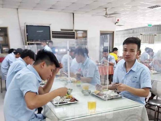 DN sáng tạo nơi ăn uống cho người lao động thời dịch COVID-19 - ảnh 1